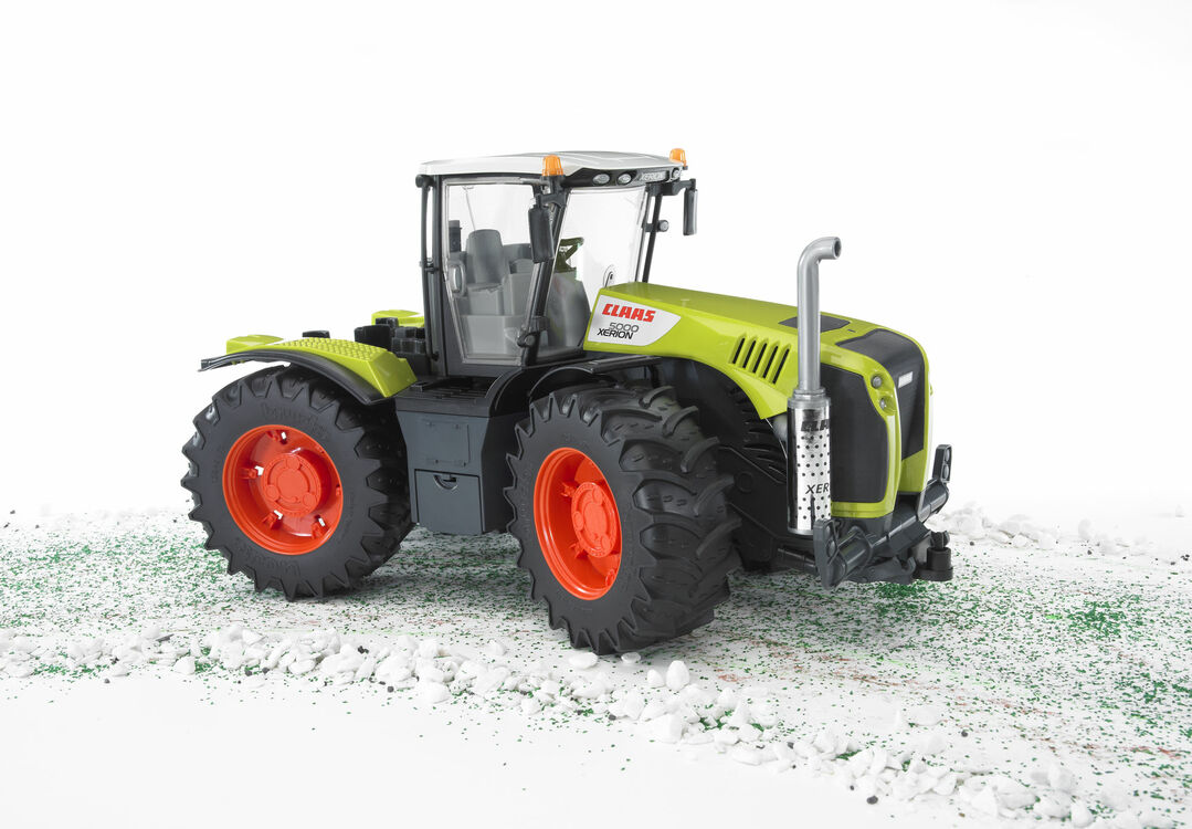 Bruder Claas Xerion 5000 Tractor 1:16 only £30.22